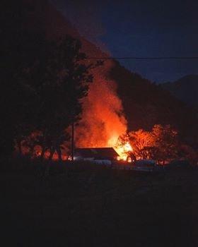 BRANN: Fritidsboligen brant ned til grunnen.