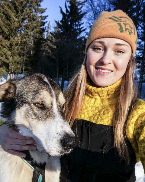 - Det er et fantastisk flott miljø i hundekjørergruppa i Torpa, sier Rakel Godager Hvalsengen, som debuterer i Femundløpet denne helga.
