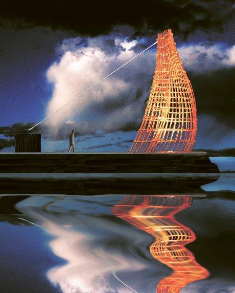 """""""Outlines 2"""" kalte kunstneren Tor Lindrupsen monumentet på moloen, en stilisert baug på Ra i corténstål."""