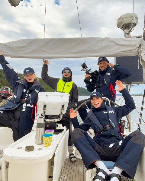 TIL SVENNER: Emma Jensen, Mats Grimsæth, Mathias Mork og Fabian Jensen gleder seg til å ankre opp ved Svenner fyr og holde konsert fra seilbåten.