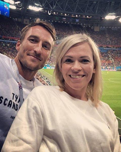 TO BLIR TIL TRE: NRKs programleder Carina Olset og fotballspilleren Tor Øyvind Hovda skal bli foreldre.