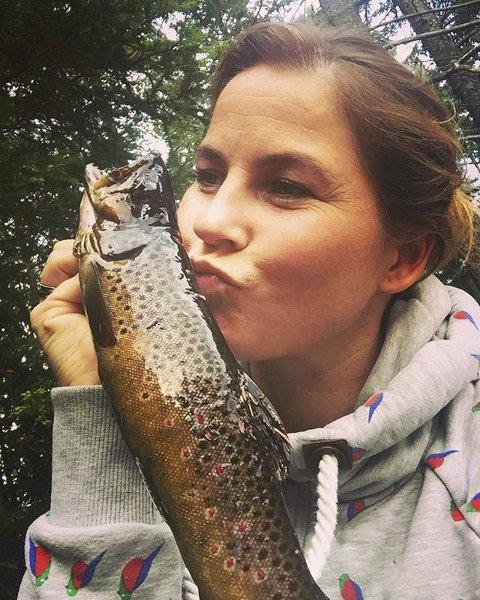 FISKELYKKE: Marte Nauf Solli er fotografen bak et flott fiskebilde. Marte er ukesvinner.