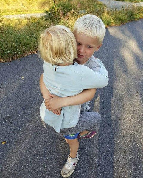 SØSKEN: Toril Gilberg har tatt bilde av søskenkos.
