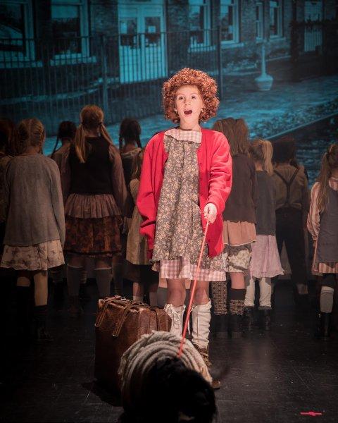 Til Oslo: Ebba-Sofie Sommer Mathiesen fra Villekulla barne- og ungdosmteater har fått rollen som Brigitta i «The Sound of Music» på Folketaeteret i Oslo. Her er hun på scenen som Annie i «Annie 2».