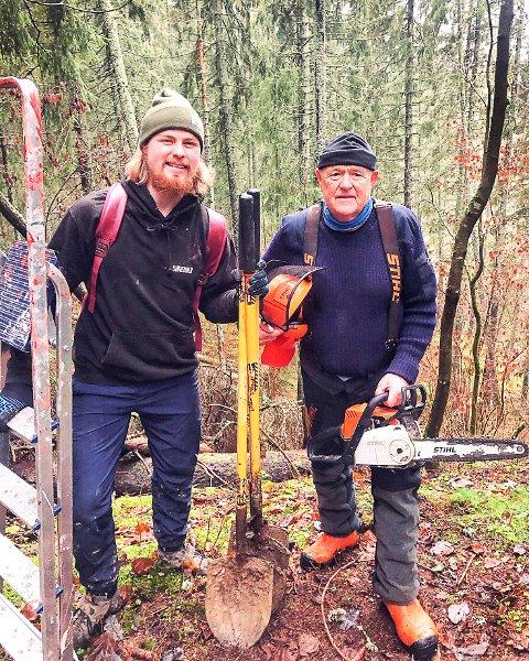 GOD HJELP: Bestefar Per Evensen har vært til god hjelp med byggingen av sykkelløyper i Mysen.