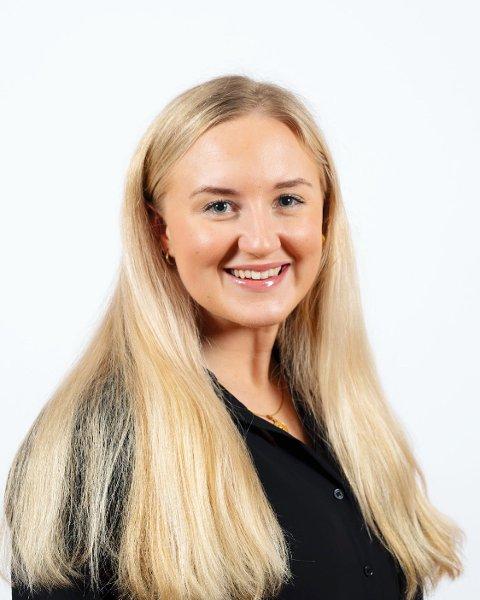 UP & COMING: Lise-May Sæle (22) frå Balestrand har vore med i Unge Høgre sidan 2011, og bur for tida i Bergen der ho studerer til å bli siviløkonom. No har Hordaland Unge Høyre valt henne som sin kandidat inn mot stortingsvalet.