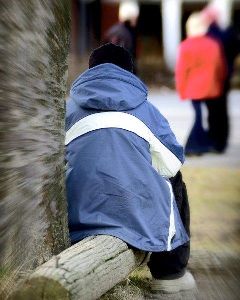 Alene: Mange barn og familier som opplever mobbing, føler at skolen ikke gjør nok. Nå får Fredrikstad et eget beredskapsteam.