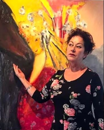 """Kunstneren Siri Bjerke foran maleriet """"Ismene"""""""