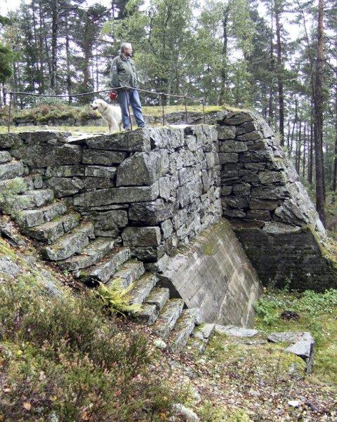 Høgås fort: På vei til Gansvika er det verdt å ta en stopp og gå de 500 meterne opp til Høgås fort, som ble bygget i 1903–1904 – i tilfelle krig med svenskene. Foto: Sigurd Søbye
