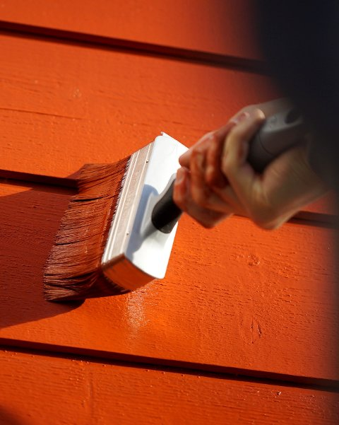 Når du skal male huset om høsten, er det flere ting du bør være ekstra obs på.