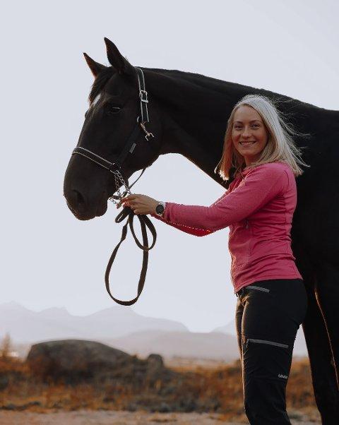 NY EIER: Annika Pedersen (24) kjøper Lofoten Hest og Helsesenter.
