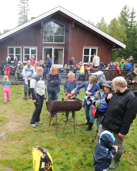 Heisetra: Ikke langt innenfor E18 ligger Vestfoldmarka, med Heisetra som ett av flere turmål. Dette er en fin måte for familier å bli kjent med andre. Arkivfoto: Per Langevei
