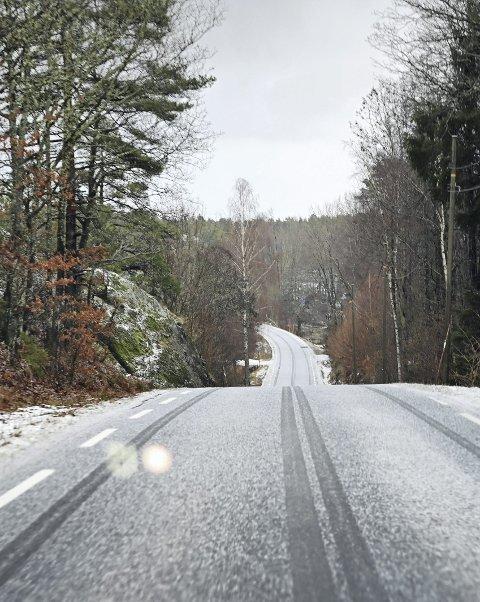 Flosta: En rekke veier i Flosta kan bli nedklassifisert fra kommunal til privat vei. Politikerne i Arendal skal neste uke ta stilling til hvilke veier dette vil gjelde. Foto: Skibsaksjeselskapet Hesvik