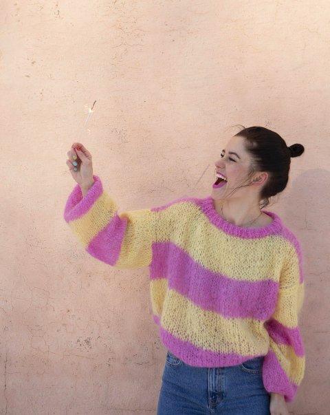 Jule Embrå (33) blir inspirert av folk hun omgås og ting rundt seg. Hun vil gi leserne en skikkelig wow-effekt med den nye strikkeboka.