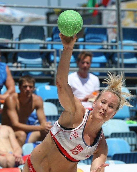 FULLTREFFER: Ida Wernersen har til nå levert varene under EM i beach-håndball i Kroatia.