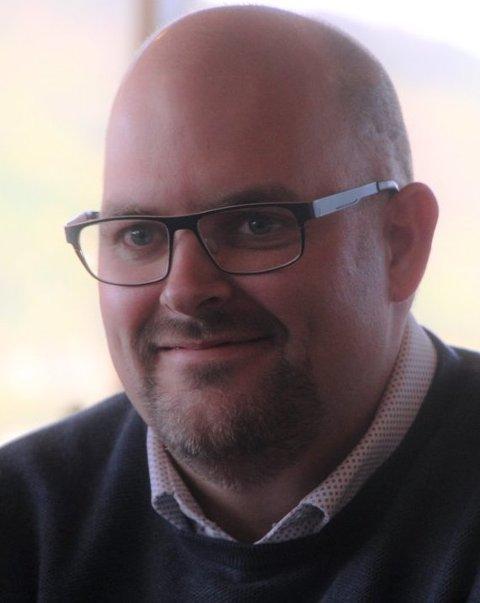VER MEDMENNESKE: Varaordfører og KrF-politiker Bjørn Aril Veland ber folk om å ha eit klart hovud og eit godt hjarte og bidra til at retorikken blir dempa.