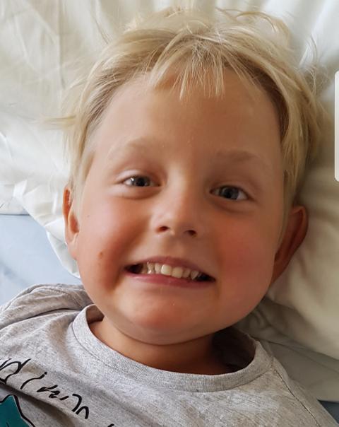 HAR DRØMMER: Mathias ble syk i fjor, men drømmer om å kunne reise til Disneyland i Paris. Foto: Privat