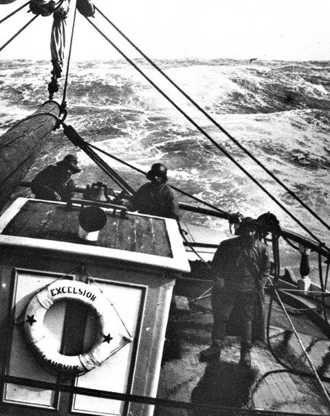Tøft på jobben: Her ser vi barken Exelsior i vindbeltet The Roaring Fourties, førti grader sørlig bredde, på vei med trelast til Australia. Foto: 1904. Foreningen Larvik Sjøfartsmuseum,  Vestfoldmuseene. IKS avd. Larvik-2