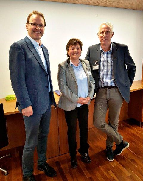 MØTE: Ordførerne Lilly Gun Nyheim fra Surnadal og Ola T. Heggem fra Rindal møtte statssekretær Widar Skogan (KrF) og tre av toppbyråkratene i Landbruks- og matdepartementet mandag.