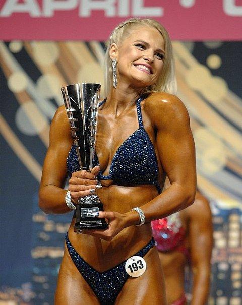 BODYFITNESS: Hanne Lulu Holst (30) fra Tønsberg stiller i klassen Womens Bodyfitness lørdag. Hun går for seier.