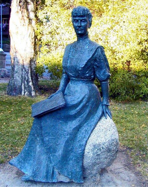 Katti Anker Møller slik hun er formet av Birthe Marie Løveid. Tirsdag 23. oktober er det 150 år siden hun ble født.