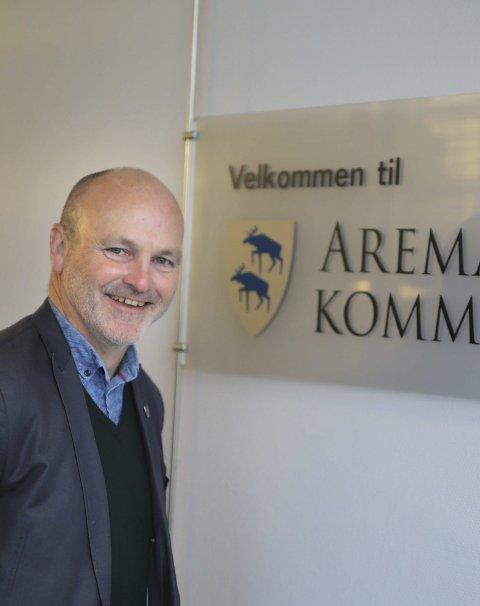 PÅ PLASS: Kommunedirektør i Aremark, Andreas Lervik, opplyser at skoler og barnehager holdes åpne mandag.