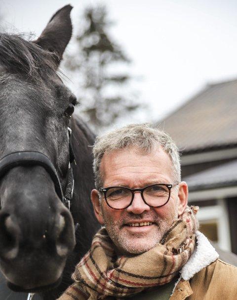 VENNSKAP: Tormod Bakke Johnsen har utviklet et sterkt vennskap med Jan Thomas i forbindelse med programmet «Jan Thomas søker drømmeprinsen».