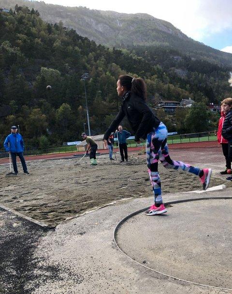 Kule: Her fra et tidligere friidrettsstevne på Odda stadion. Arkivfoto: Ingebjørg E. Nondal