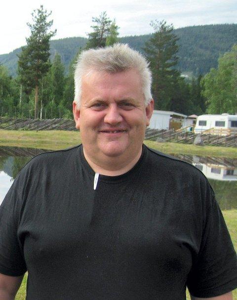 LADER OPP: Kristian Roen ved Dokka Camping er klar til å ønske velkommen til helgas Elgfestival.