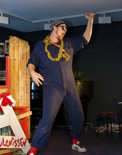 Showet: Jon Vidar Tidemand fikk i rollen som Snekker Andersen også prøvd seg som Elvis-imitator. Foto: Bendik Løve