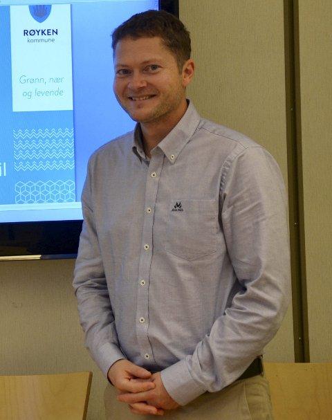 FORNØYD: Kommunalsjef for økonomi i Røyken kommune, Eivind Lien, kan smile fornøyd etter et solid økonomisk 2016.