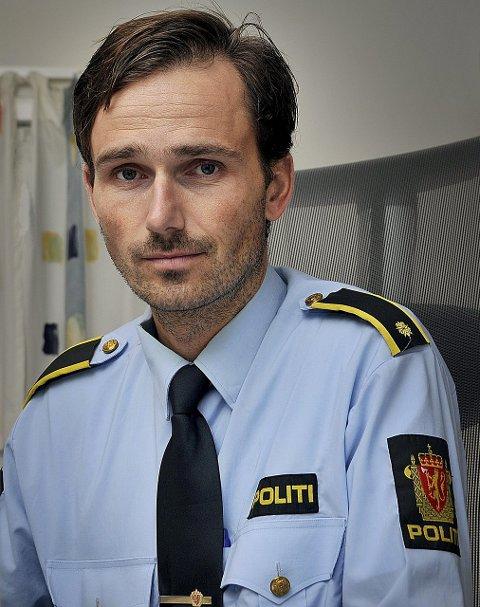 MELD IFRA: Meld ifra til politiet dersom du ser mistenkelig aktivitet i ditt nabolag i ferien, oppfordrer politiførstebetjent Daniel Wallin Holm i Sarpsborg-politiet.