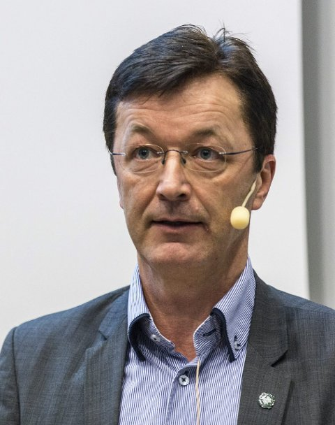 Svarar: Ordførar Jon Askeland (Sp) og formannskapet i Radøy har skrive ein felles uttale som svar til asylmottak-kritikarane.