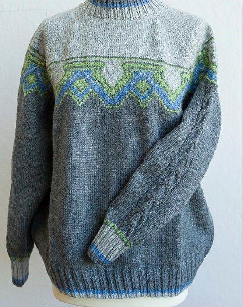 Dette er den offisielle Fredrikstad-genseren. Alle kan strikke den - oppskriften er gratis.