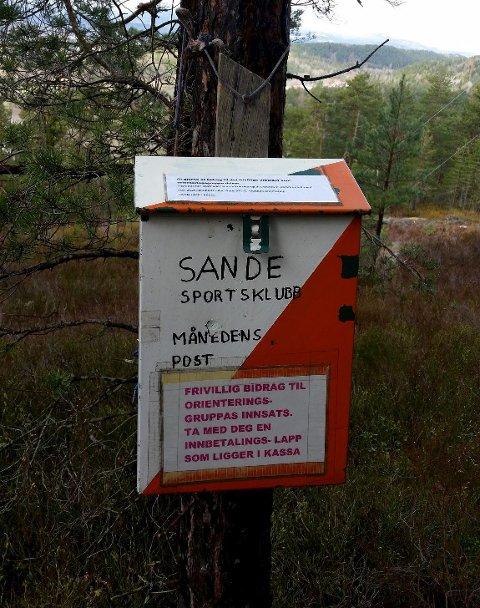 Kasse: Her henger Månedens post for mai.