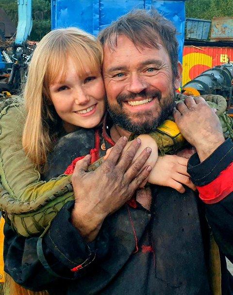 HOVEDROLLE: Silje Øksland Krohne (20) har hovedrollen i den samiske kortfilmen Smiley og spiller mot Mikkel Gaup.