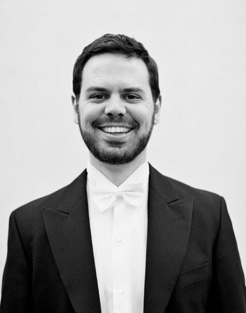 SANGER: Barytonen Halvor F. Melien er født i 1984. Han studert ved Norges Musikkhøgskole i Oslo. Sommeren 2014 medvirket han i Académie du Festival d'Aix-en-Provence. Til tross for sin unge alder, har han allerede etablert seg som etterspurt konsertsanger.