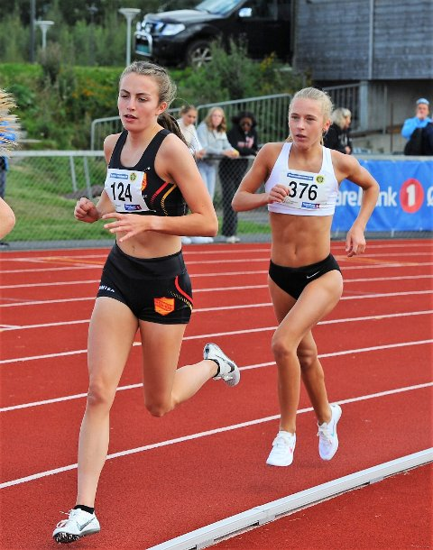 TO GULL: Ingeborg Østgård løp på søndag inn til en ny gullmedalje i UM i friidrett. Nå retter 16-åringen blikket mot senior-NM.