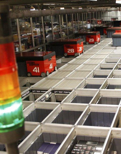 ØKT KAPASITET: Komplett har de siste årene jobbet for å øke logistikkapasiteten sin. Robotlageret er virksomhetens hjerte for å sende varer hurtig ut til kundene. Arkivfoto