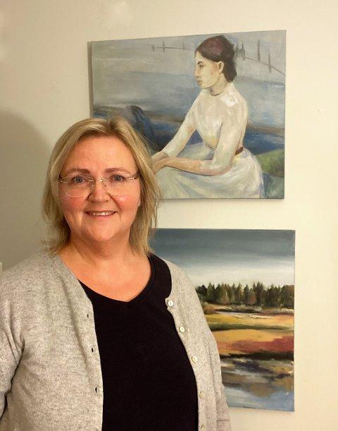Knarvik-kunstnaren Bente Lingjerde har mykje fokus på natur og mektige fjell i kunsten sin, etter ein lang periode med menneske og ansikt i fokus.