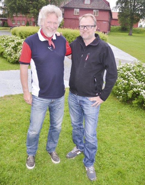 LOKALPATRIOTISK DUGNADSÅND: Jan Terje Stenby (t.v.) stiller opp hvert år for Jørgen Kirsebom og Romeriksspillene når Sommerfesten skal avvikles på skansen. FOTO: ROGER ØDEGÅRD