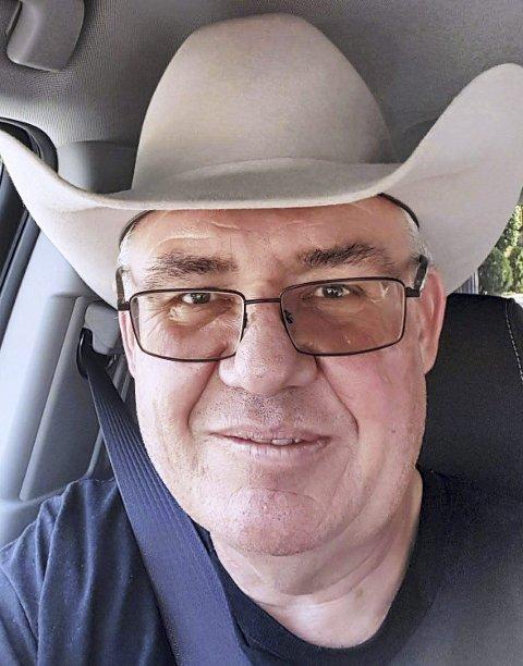 BEREIST: Hatten indikerer at Thomas Arntsen har reist mye i USA (og ellers i flere andre land). FOTO: PRIVAT