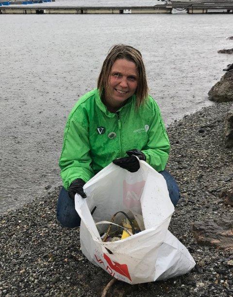 Camilla Hille er engasjert i plast-problematikken i havet. Her på strandryddedagen i Bunnefjorden.