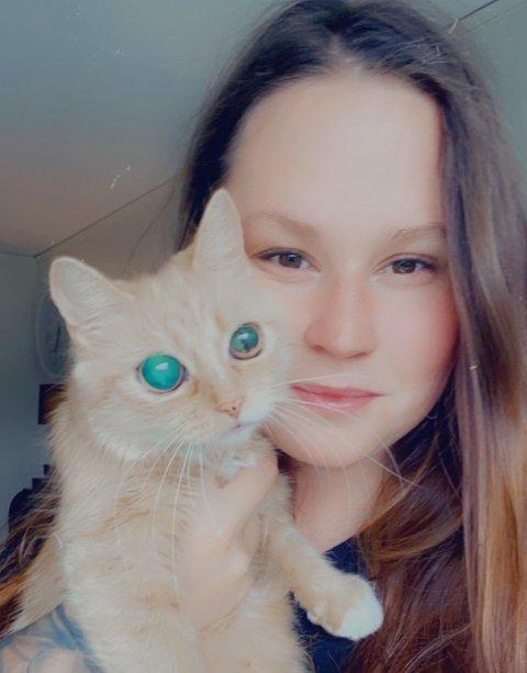 Utekatten Turid har endt opp både blind og haleløs etter flere påkjørsler. Eier Linn Elise Rynesli Lillevik fryktet at Turid skulle lide en tragisk skjebne, og vurdere avliving for hennes eget beste.