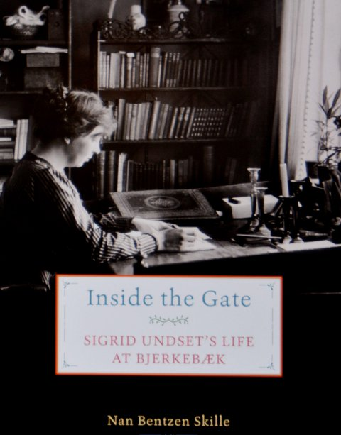 OMSLAGET: Nan Bentzen Skilles bok om Sigrid Undset, i engelskspråklig utgave, er endelig utgitt i USA.