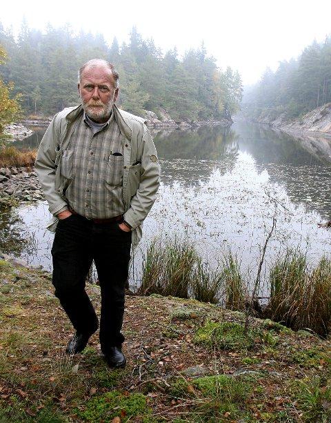 Jon Roth Nilsen kan mye om Vansjø og har sterke tanker om den. Viktigst: neste generasjon.