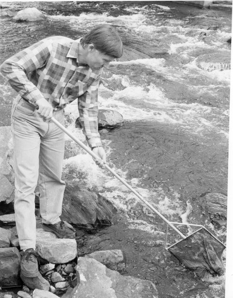 FØR: Arne Krohn var den første fast ansatte i Røros fjellstyre. Der startet han i 1979.  - Jobben var i første rekke småviltforvaltning, fiskeforvaltning og registrering, sier han.