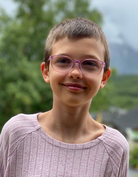 Viktoria Lillelund (11) ble inspirert av venninnen til å donere hår til Kreftforeningen.