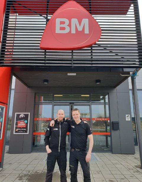 ØKNING. Proffselger Preben Berg og daglig leder Kjetil Kristensen er godt fornøyd med utviklingen ved Byggmakker Leknes.