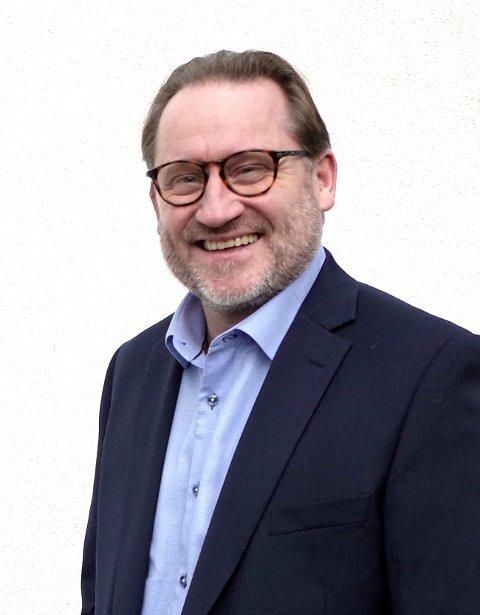 KONTROLL I SYKEHUSDØRA: Både Drammen sykehus og Ringerike sykehus innfører strengere besøksrestriksjoner, ifølge direktør for administrasjon og samfunnskontakt i Vestre Viken HF, Finn Egil Holm.